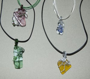 New artists learn to wire-wrap